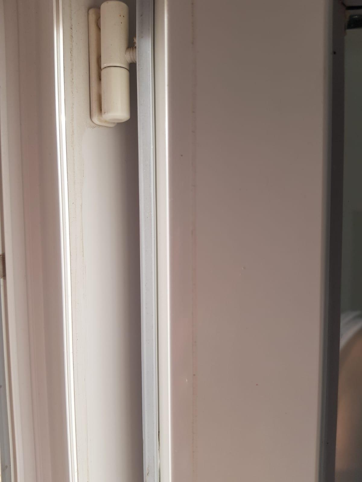 Quel Produit Pour Nettoyer Le Pvc nettoyer ses cadres de fenêtres en pvc