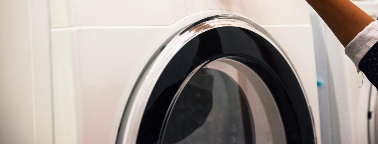 Comment réparer une machine à laver qui fuit par le bas